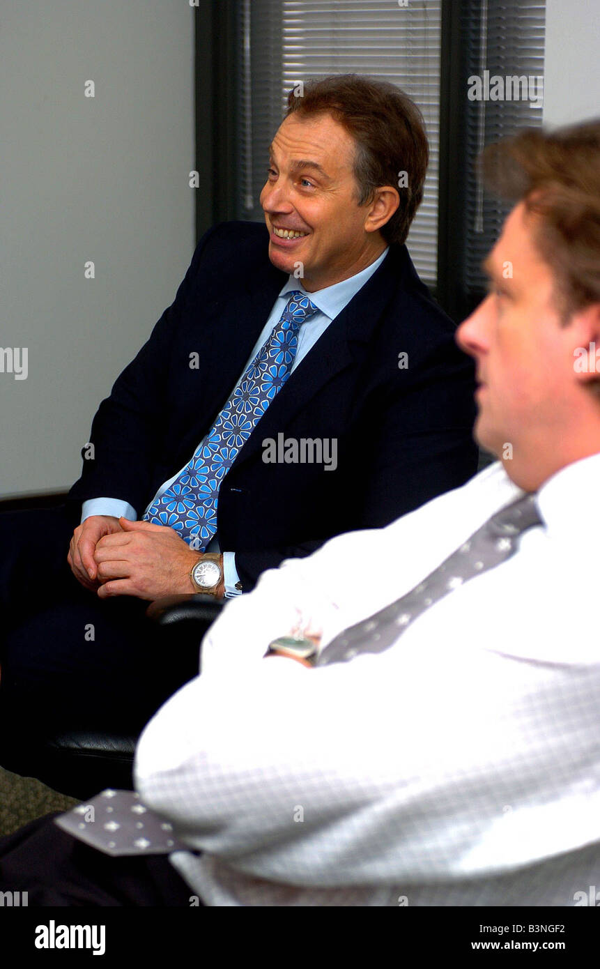 Prime Minister Tony Blair visits the Daily Mirror HQ in Canary Wharf December 2004 - Stock Image