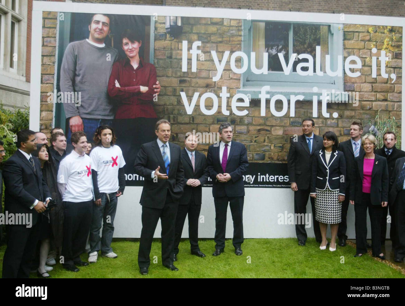 Unveiling a new campaign poster today on the economy Prime Minister Tony Blair said the General Election on 5 May Stock Photo