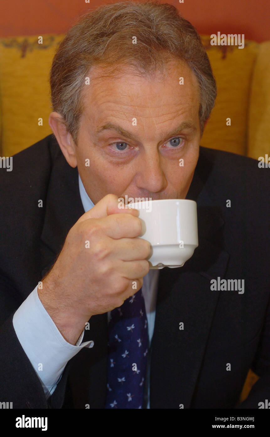 Nigel Nelson interviews the Prime Minister drinking tea April 2005 - Stock Image