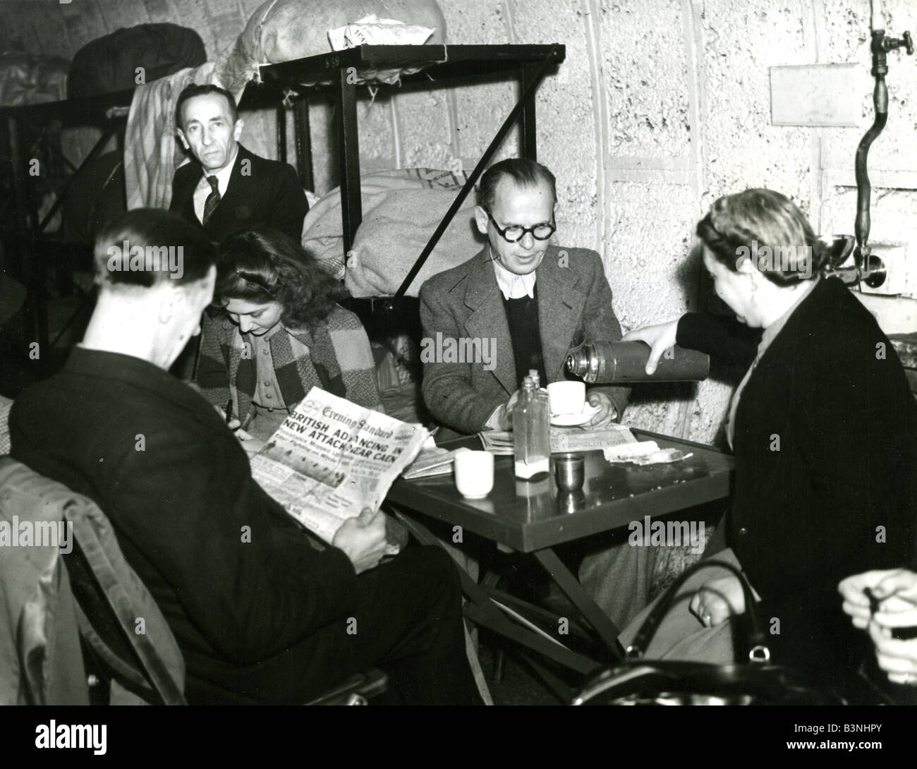 UNDERGROUND SHELTER at a Holborn tube station, London, in WW2 - Stock Image