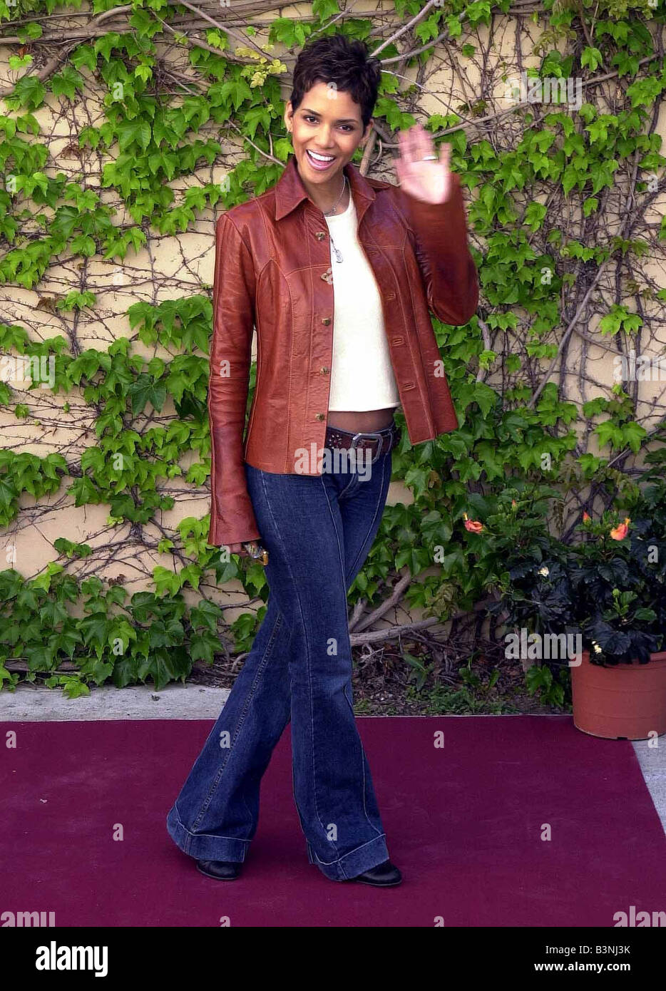 American actress Halle Berry April 2002 at a press conference in Cadiz Southern Spain were she and Pierce Brosnan - Stock Image