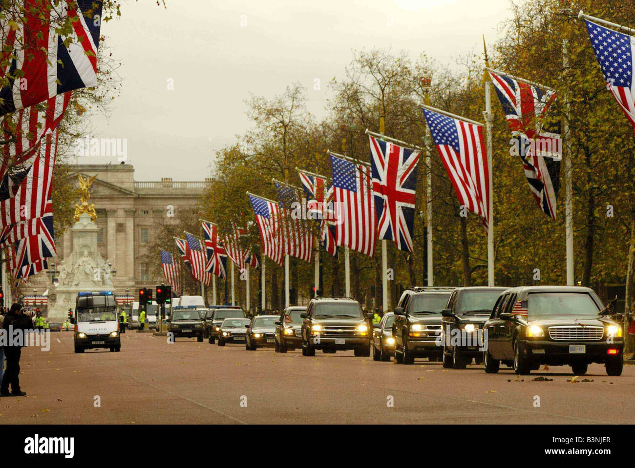 George W Bush visit to London November 2003 Drive down the Mall - Stock Image