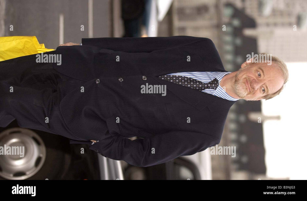 Robin Cook arrives at Portcullus House February 2004 - Stock Image