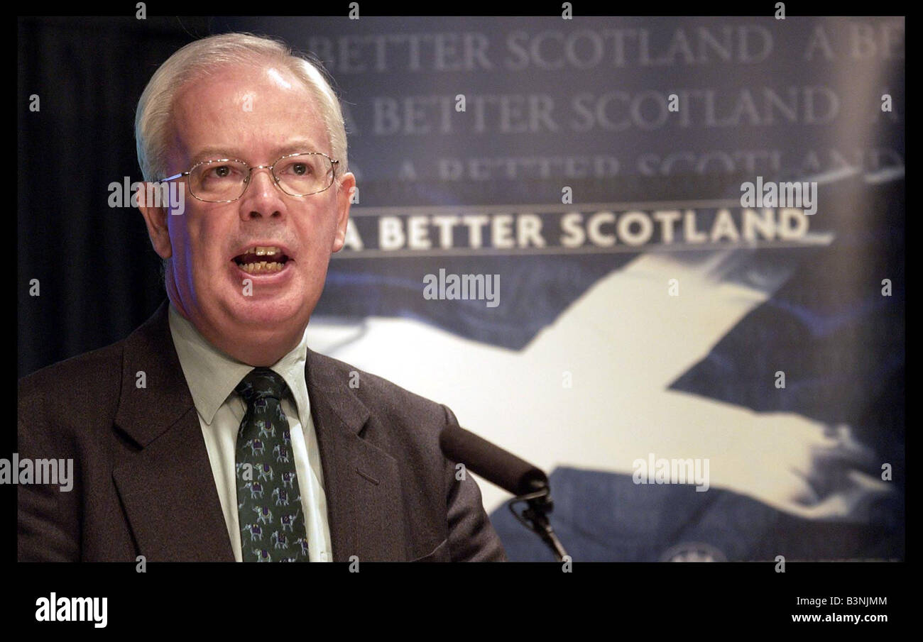 Deputy First Minister Jim Wallace give their monthly press conference at St Andrews house June 2004 - Stock Image