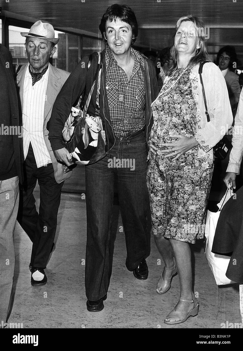 Paul McCartney Former Singer With The Beatles And Wife Linda At London Airport June 1977