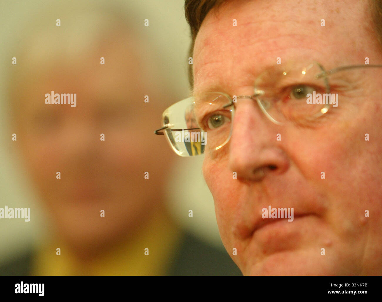 David Trimble at a press concerence At Ormeau Baths November 2003 - Stock Image