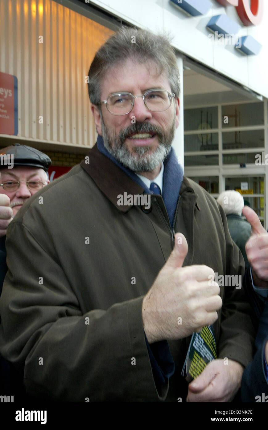 Northern Ireland Assembly Elections November 2003 Sinn Fein President Gerry Adams giving the thumbs up for tomorrows - Stock Image