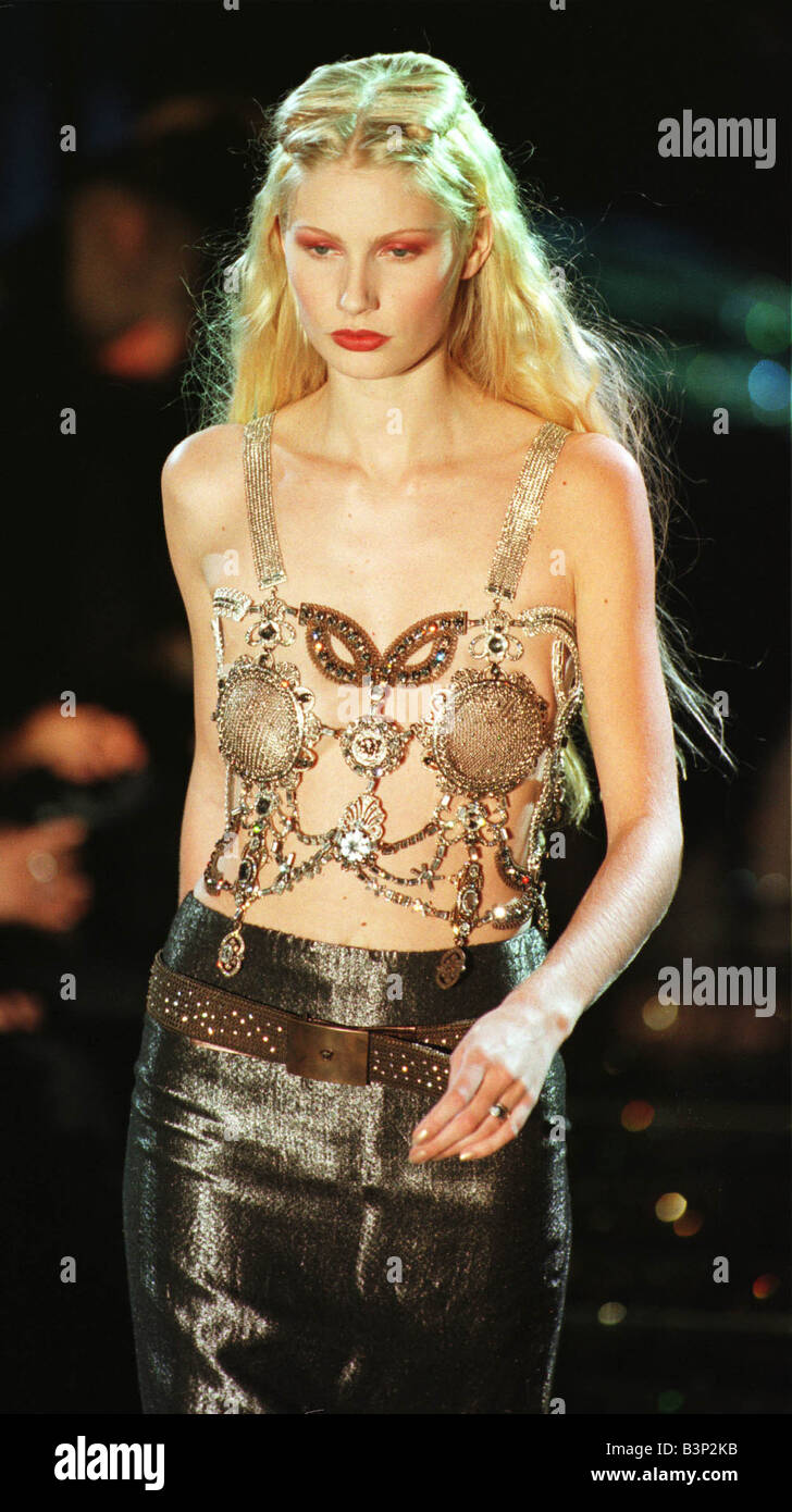 Kirsty Hume model sporting a Versace March 1998 design as part of Versace s Fall Winter 1998 1999 ready to wear - Stock Image