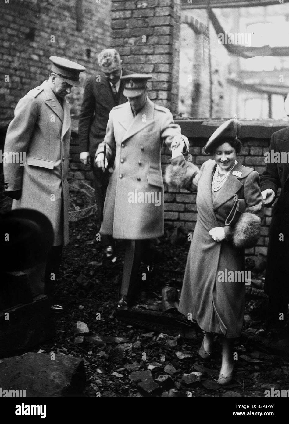 King George VI and Queen Elizabeth Queen Mother visit bomb damaged London 1940s - Stock Image