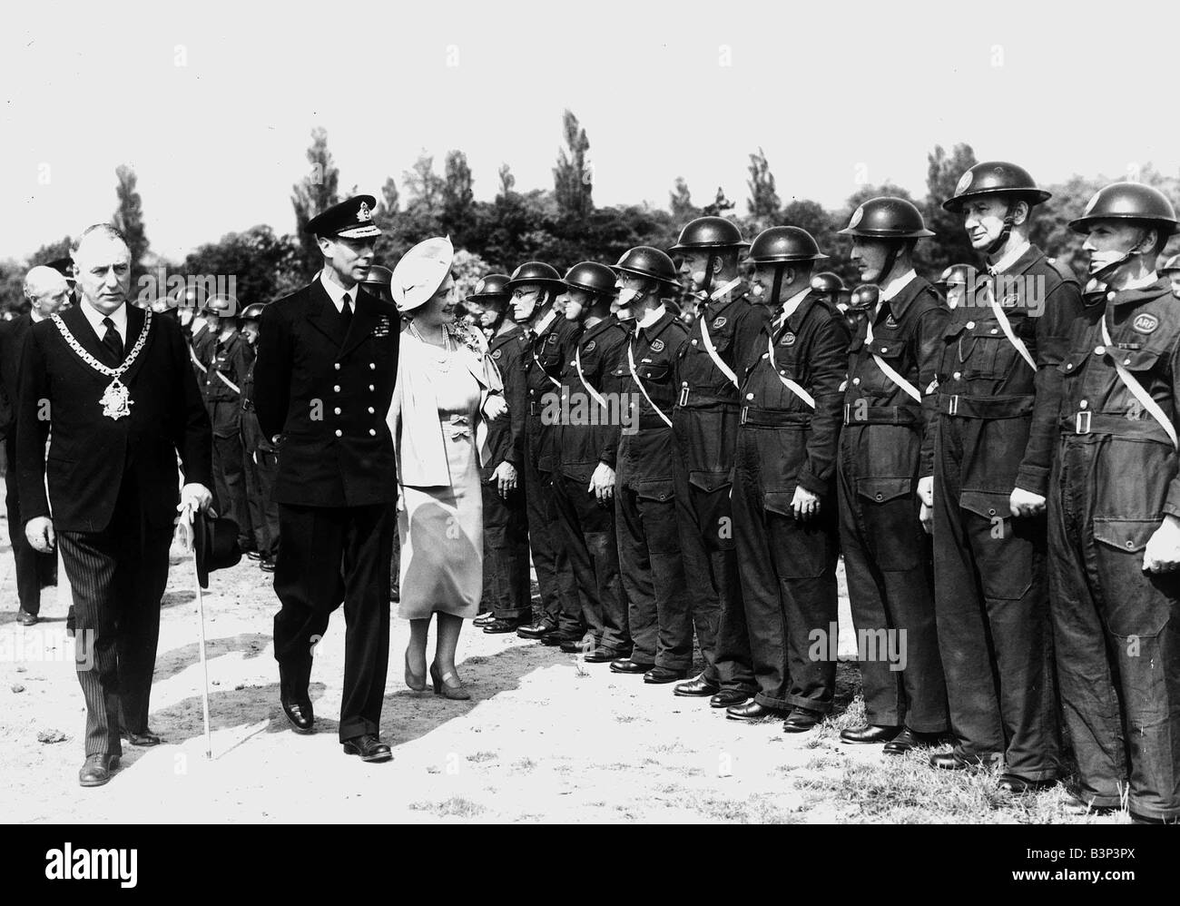 King George VI and Queen Elizabeth Queen Mother Visiting ARP Units during WW2 II 1940 s - Stock Image