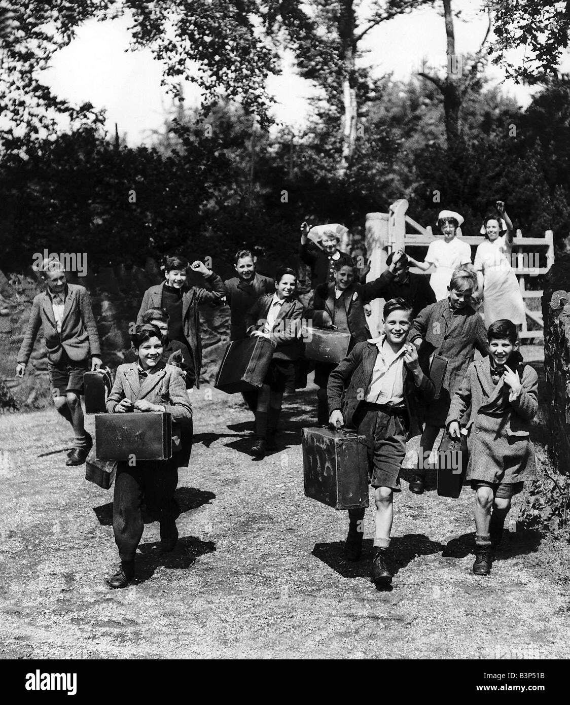 Evacuated children leave with their cases from their Leicestershire home as they head for London from where they - Stock Image