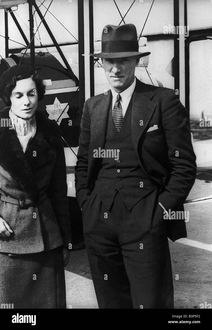 Geoffrey de Havilland Aircraft Designer A young Geoffrey de Havilland posing in front of his plane Born in 1882 - Stock Image