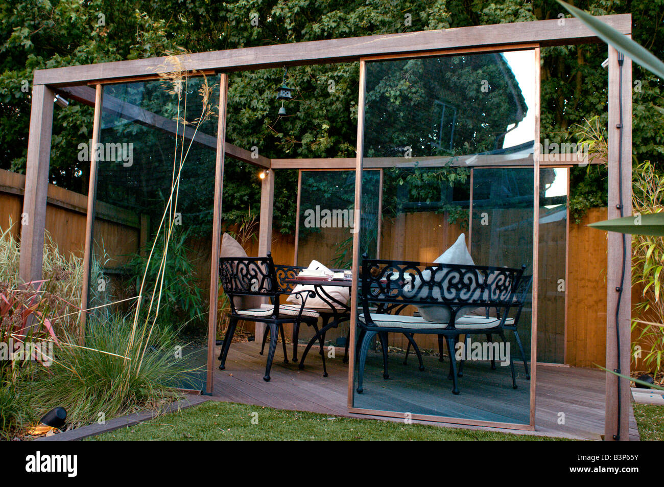 Bon Outdoor Dining Set Under Gazebo In Modern Landscaped Garden