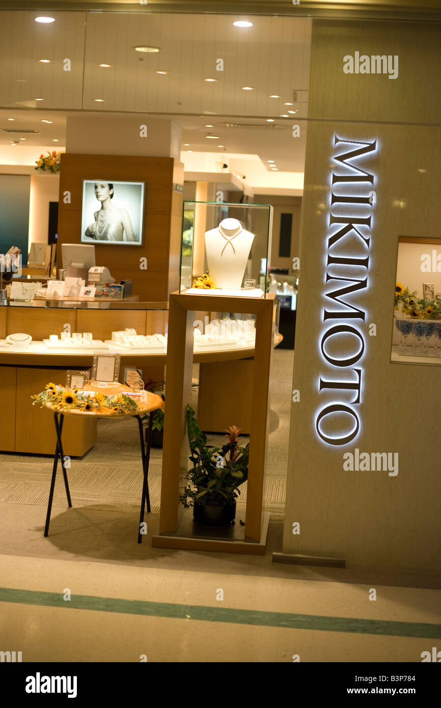 5532500403a0 Entrance to Mikimoto pearl gallery jewelry shop Tokyo Japan - Stock Image