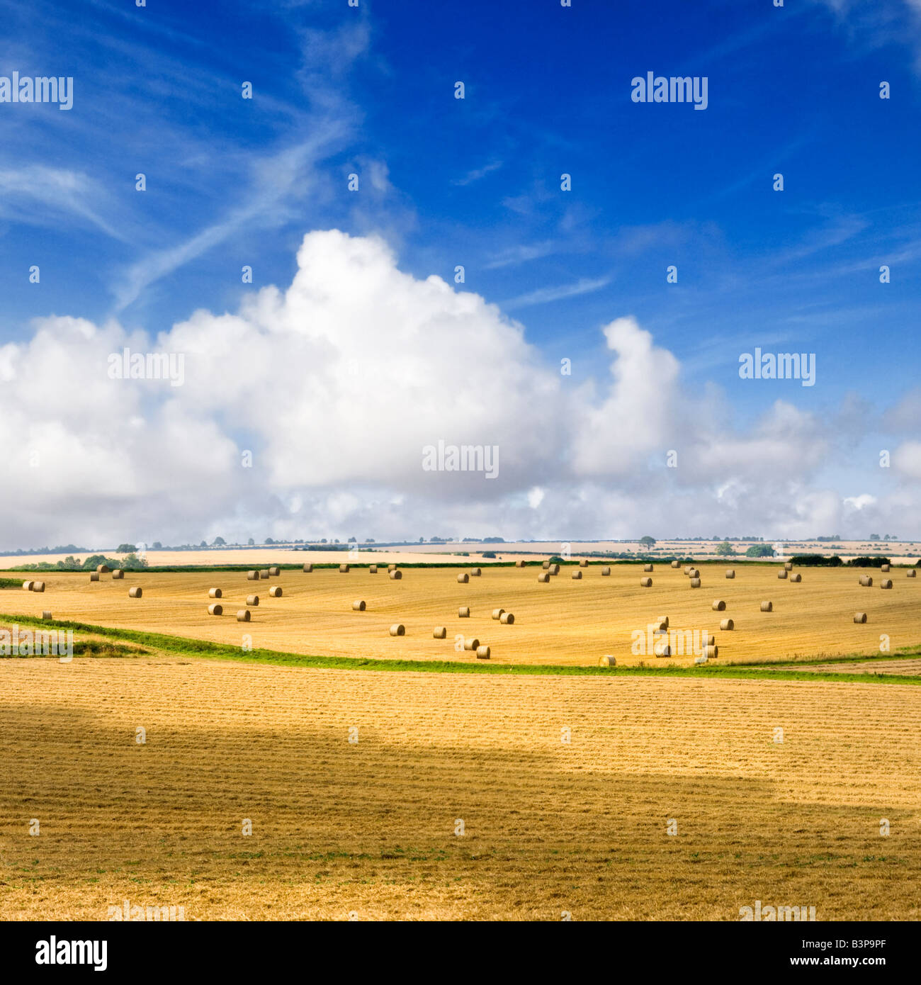 English countryside UK - Hay bales and rolling hills of the Lincolnshire Wolds, England - Stock Image