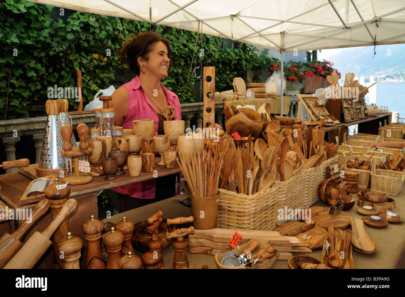 handmade wood products that sell selling handmade olive wood items on lakeside in bellagio 538