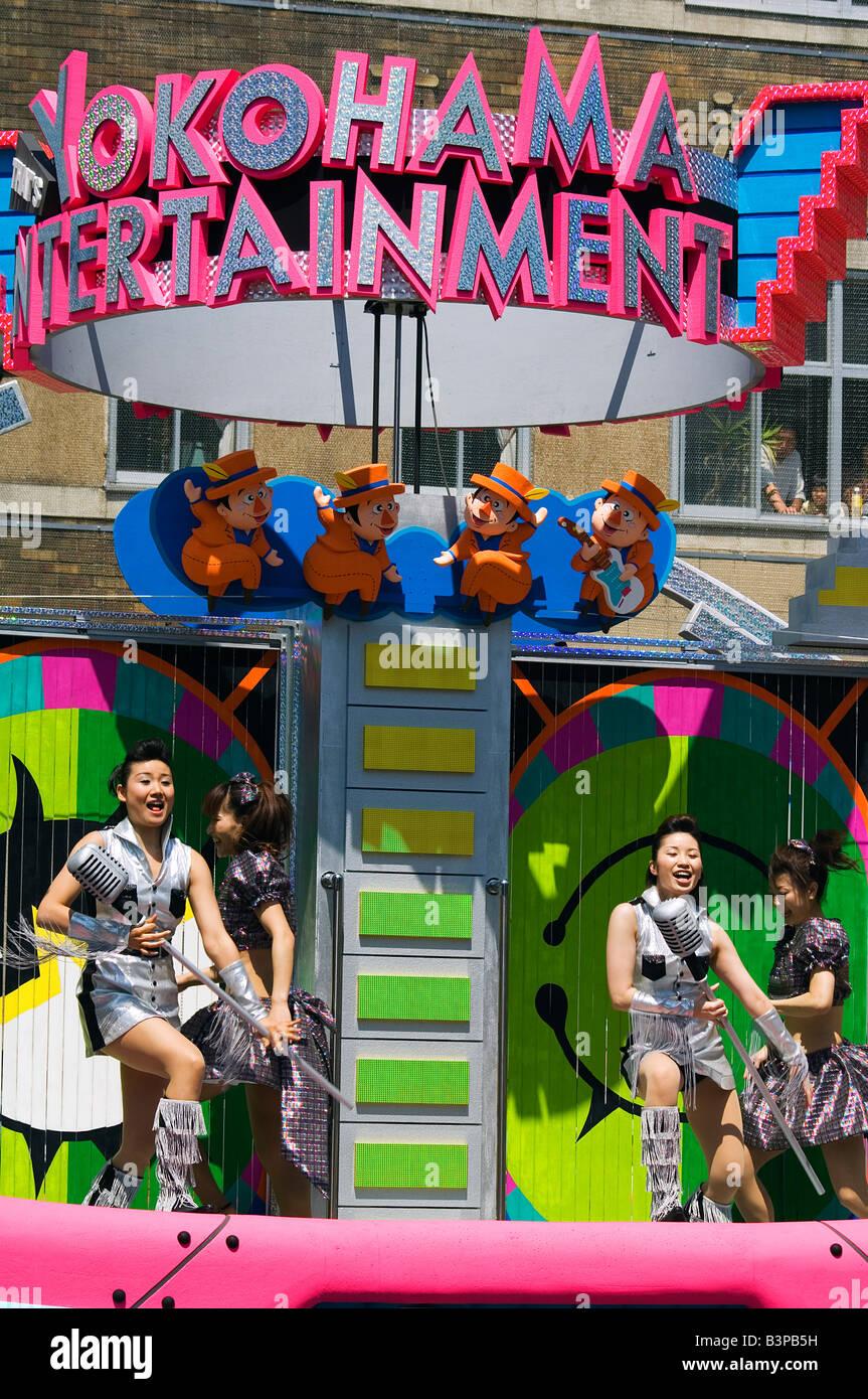 Japan, Kanagawa prefecture, Yokohama. Dancers on floats during the Yokohama International parade. - Stock Image