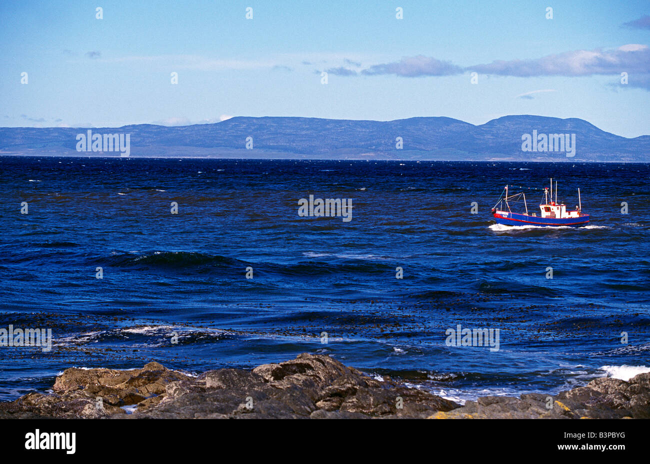 Chile, Southern Patagonia. Fishing boat on Straits of Magellan seen from Fuerte Bulnes - Stock Image