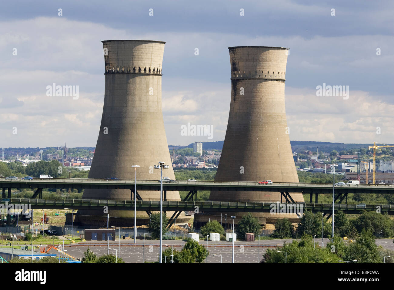 Tinsley Cooling Towers next to the M1 Motorway before their demolition in August 2008 - Stock Image
