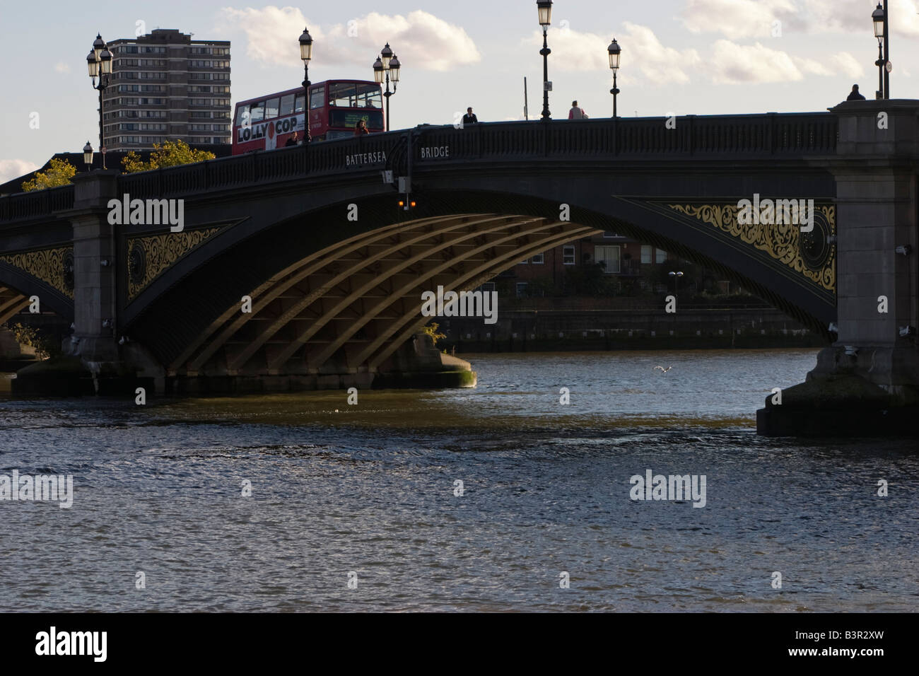 View of bus travelling over Battersea Bridge from Chelsea Embankment, London, England - Stock Image