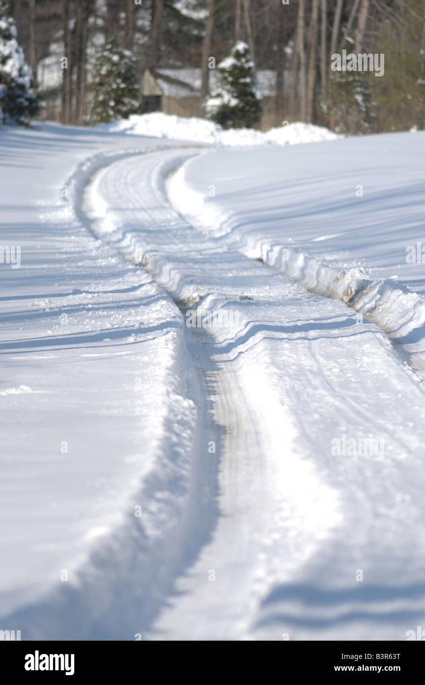 Tire tracks in fresh snow, Ohio USA weather freeze - Stock Image