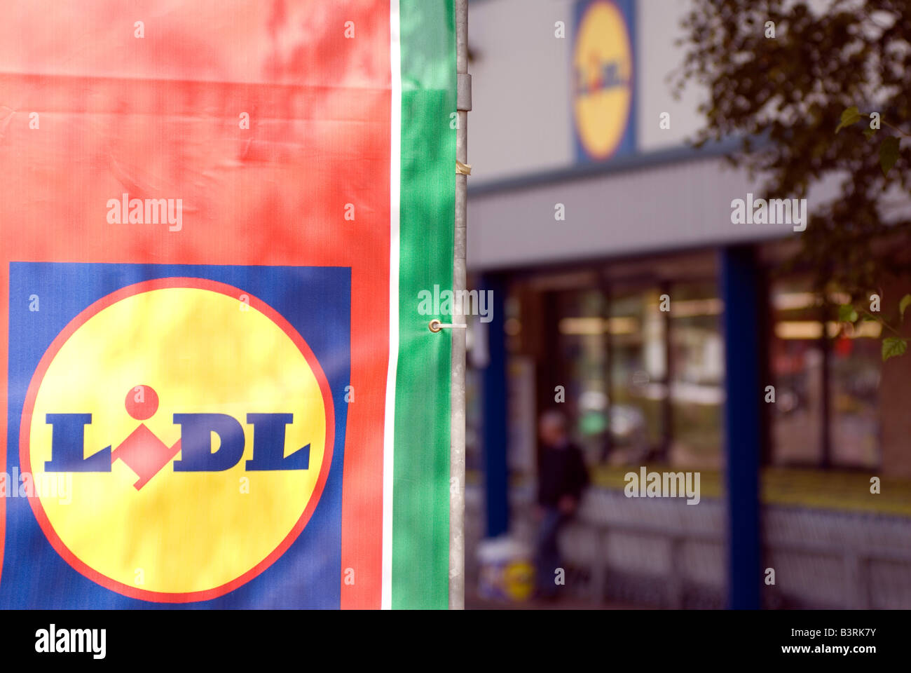 Lidl cheap food supermarket  in Bletchley Milton Keynes - Stock Image