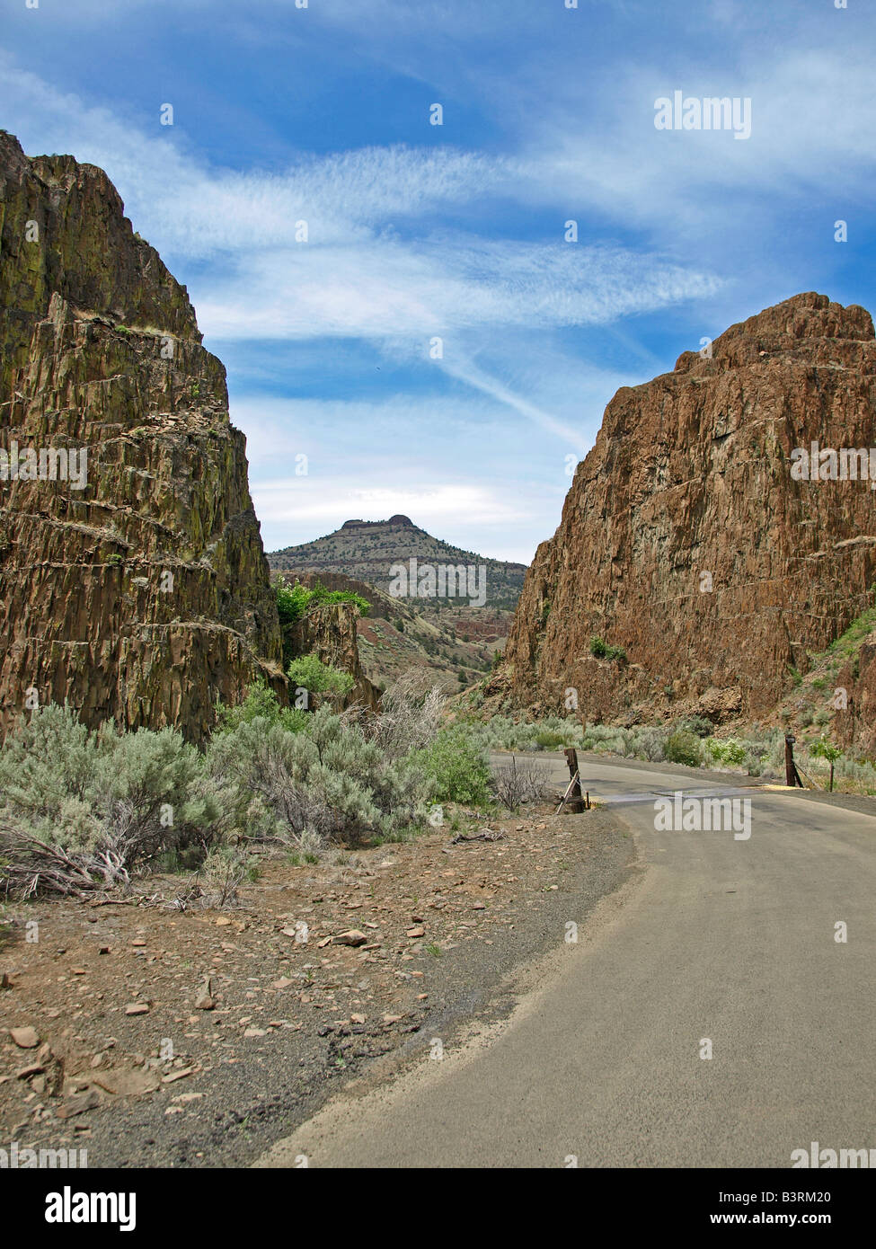 A narrow country road in the desert of Eastern Oregon Stock Photo