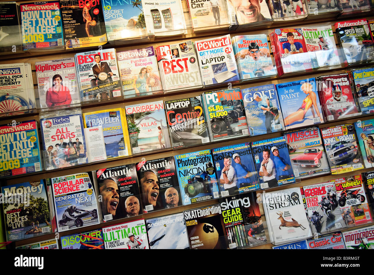 Magazine display at a news stand - Stock Image