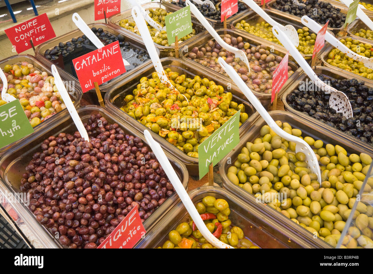 A variety of olives is being offered at a market stall at Céret in Southern France - Stock Image