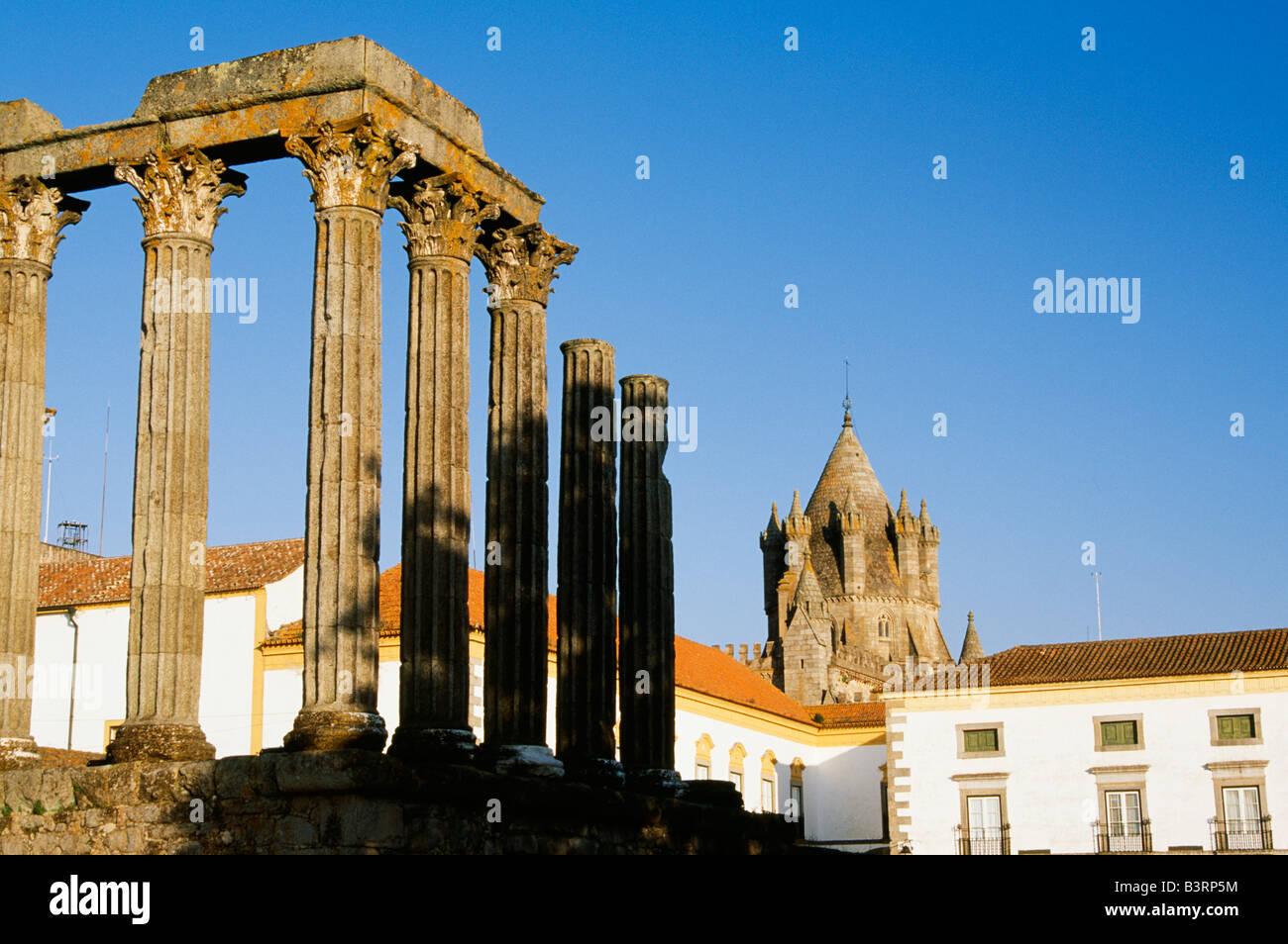 Corinthian columns of an ancient Roman Temple, Evora, Portugal - Stock Image