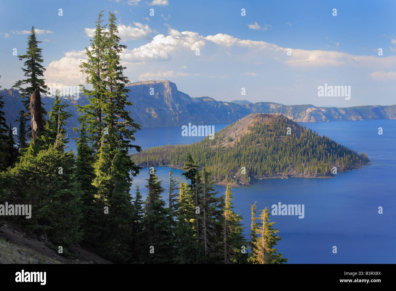 Wizard Island in Crater Lake national park, Oregon - Stock Image