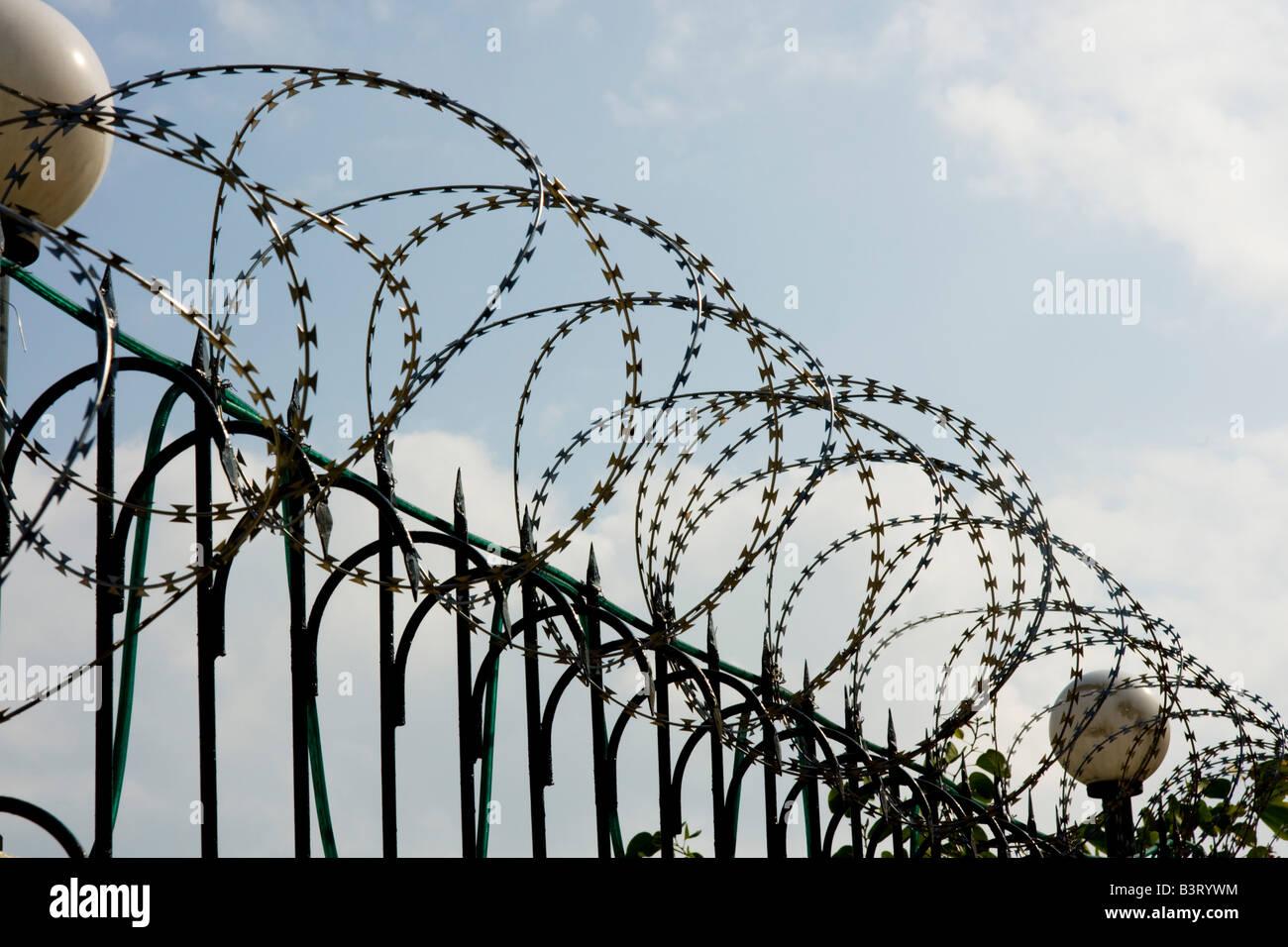 Security Fence Razer Wire Stock Photos & Security Fence Razer Wire ...
