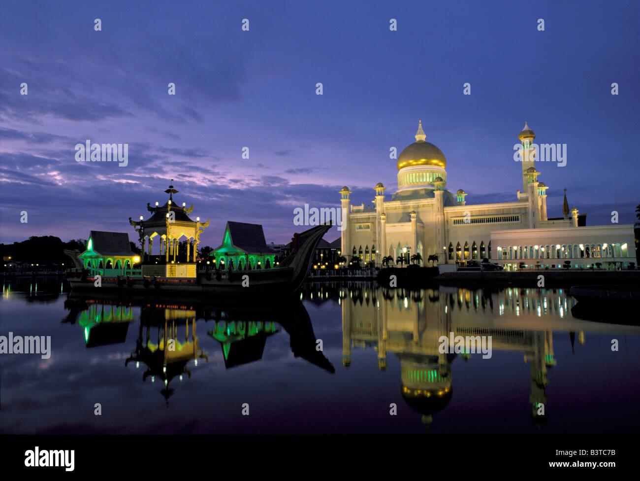Asia, Brunei, Bandar Seri Begawan. Sultan Omar Ali Saifuddin Mosque. - Stock Image