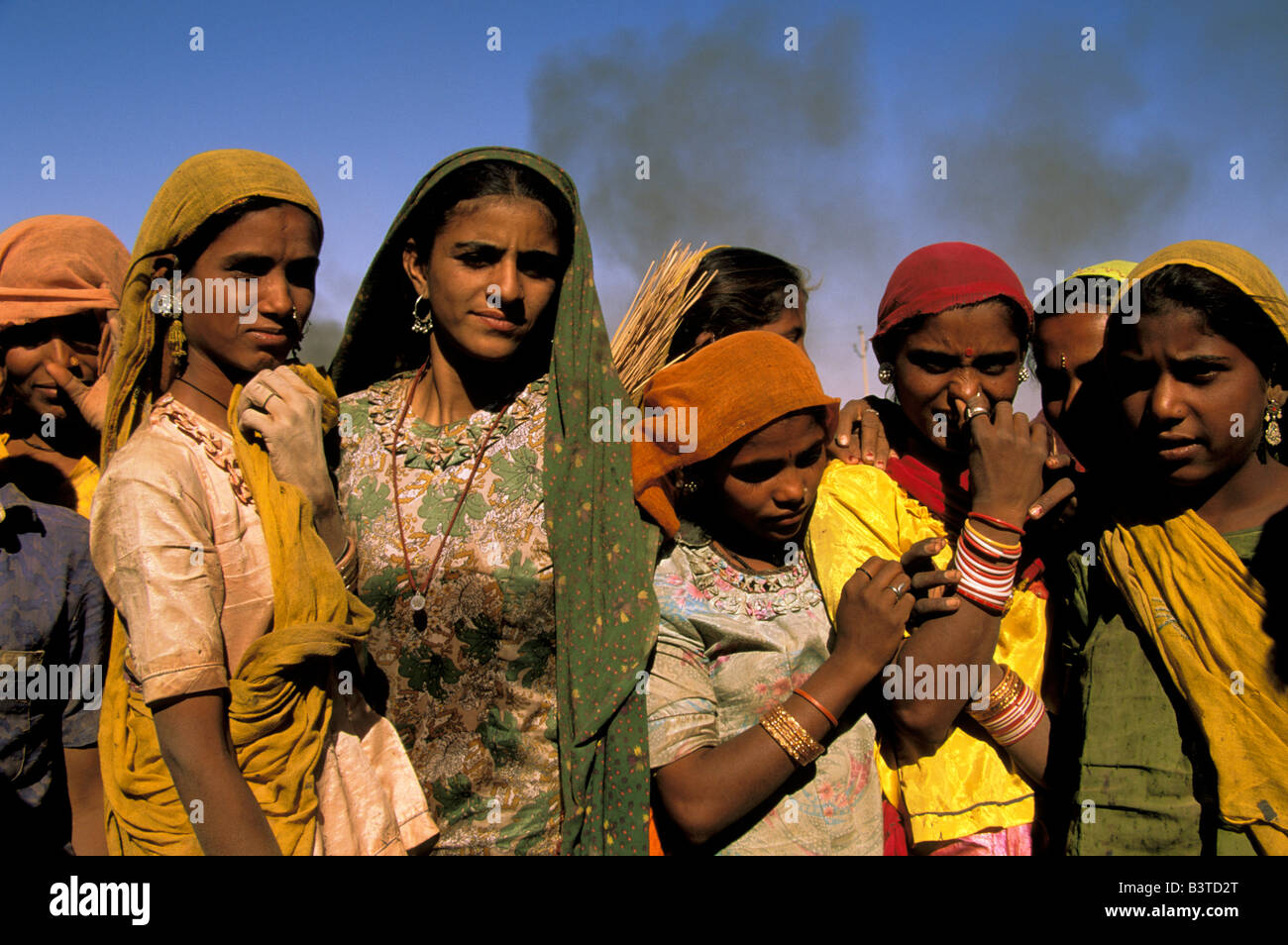 Asia, India, Jaiselmer. Construction workers, road crew. - Stock Image