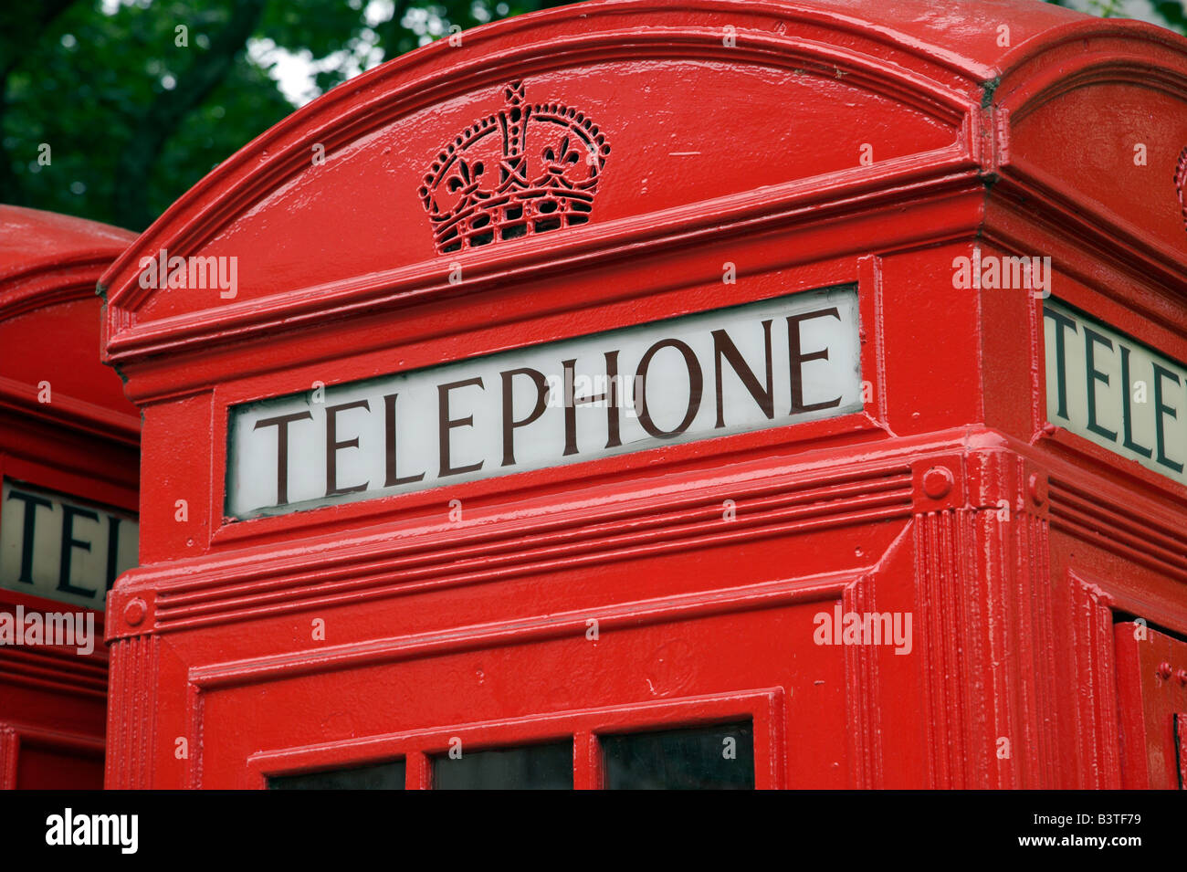 England, London. Britiain's famous red telephone boxes. - Stock Image