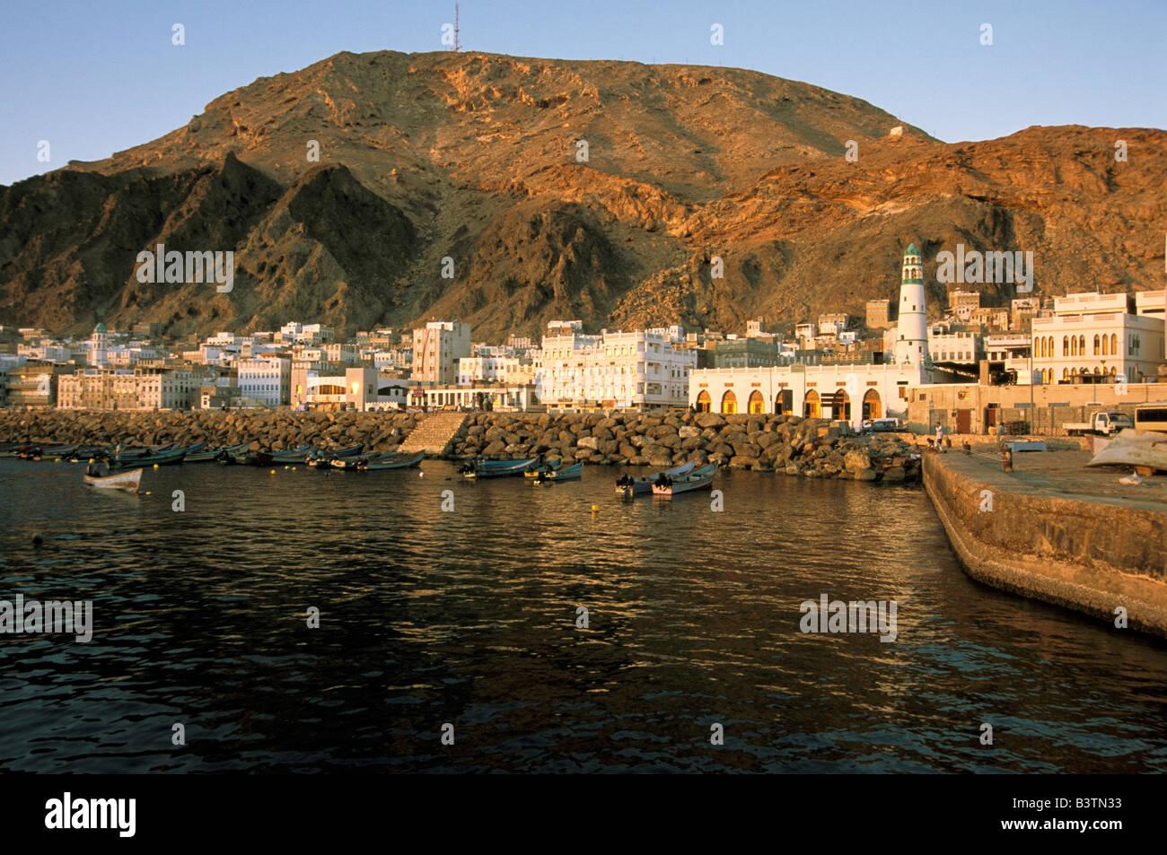 Asia, Yemen, Al-Mukalla. Sunrise on boats in cape. - Stock Image