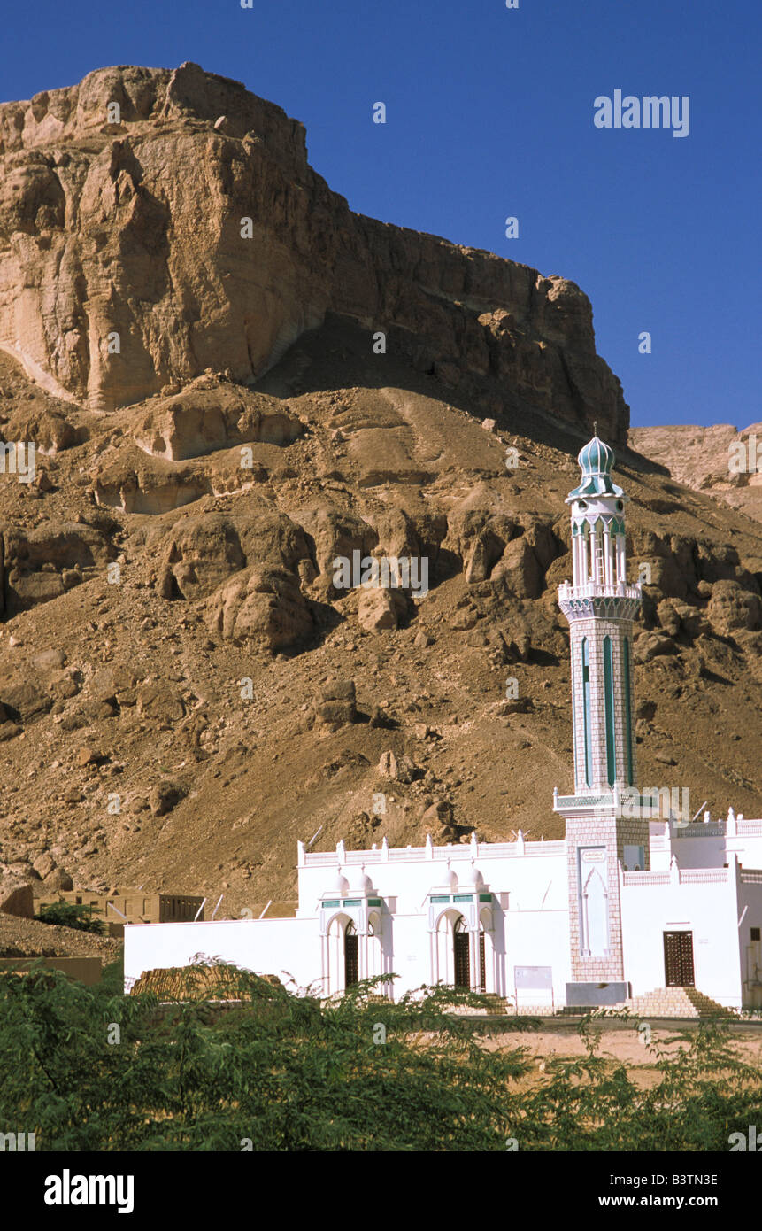 Asia, Yemen, Tarim. White mosque. - Stock Image