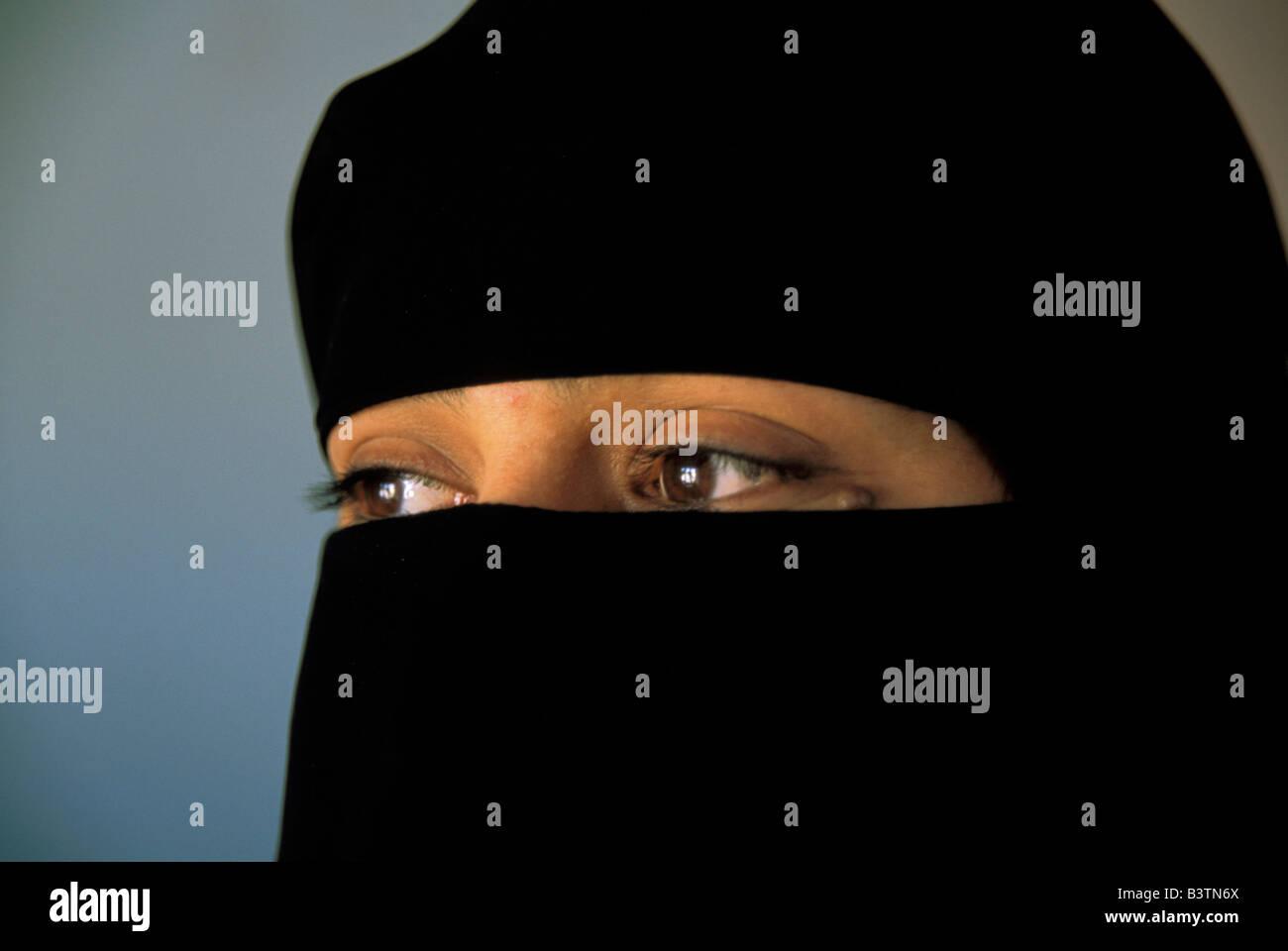 Asia, Yemen, Sana'a. Veiled woman. - Stock Image