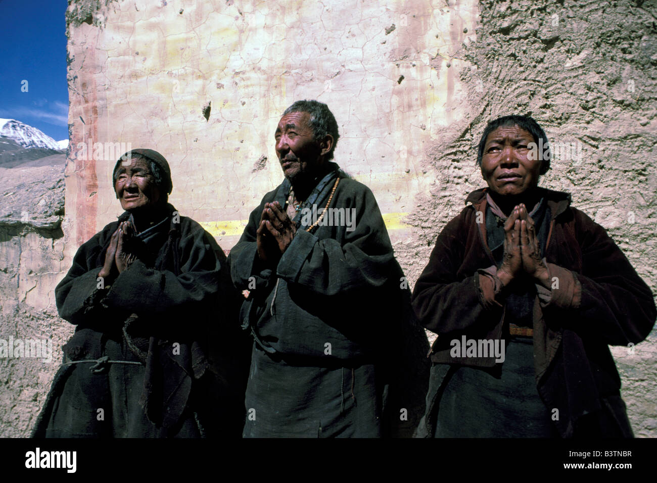 Tibet, Shigatse. Rongbuk Monastery, nuns and monk. - Stock Image