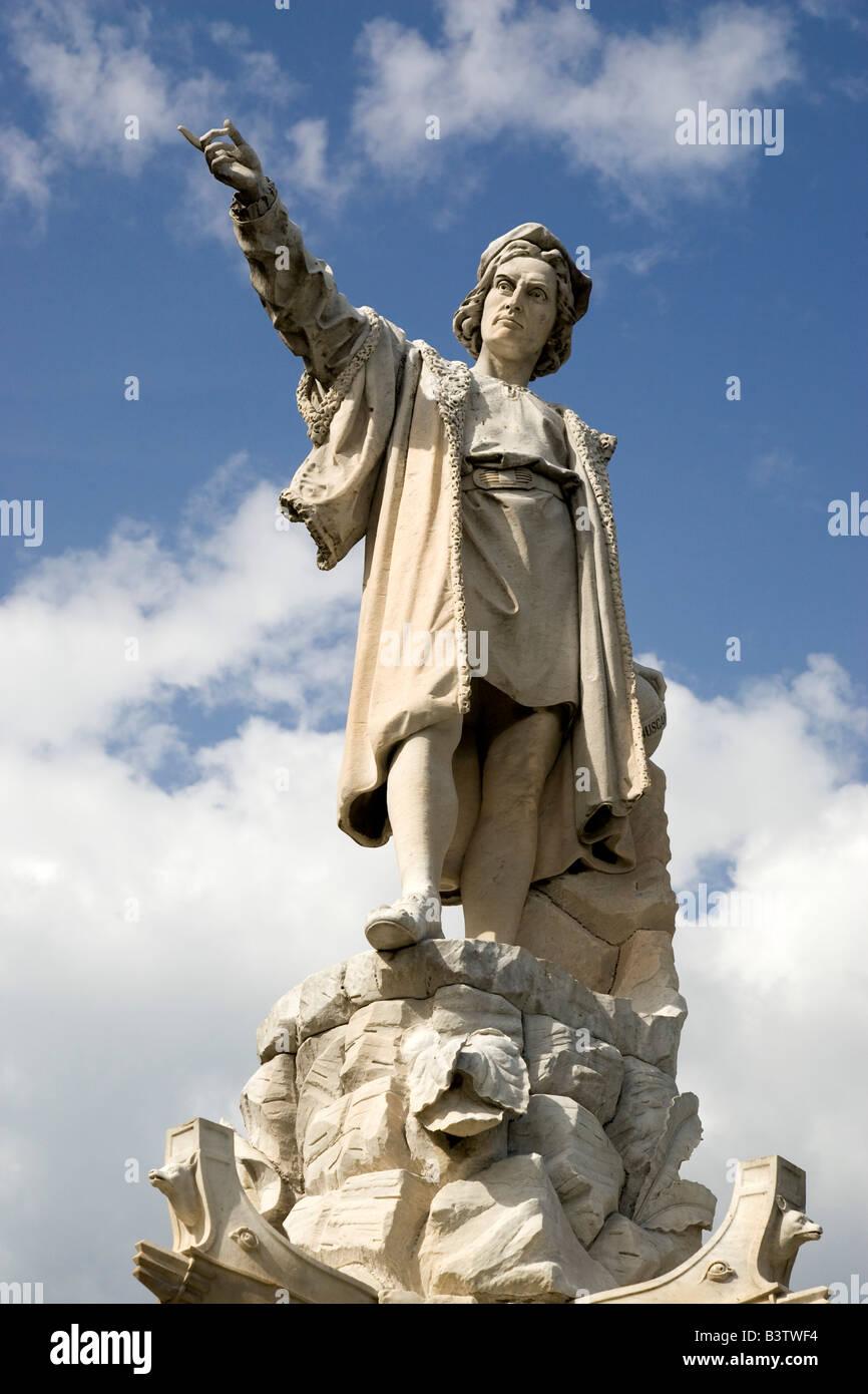 Europe, Italy, Santa Margherita Ligure. A statue of Christopher Columbus in the Piazza della Liberta. - Stock Image