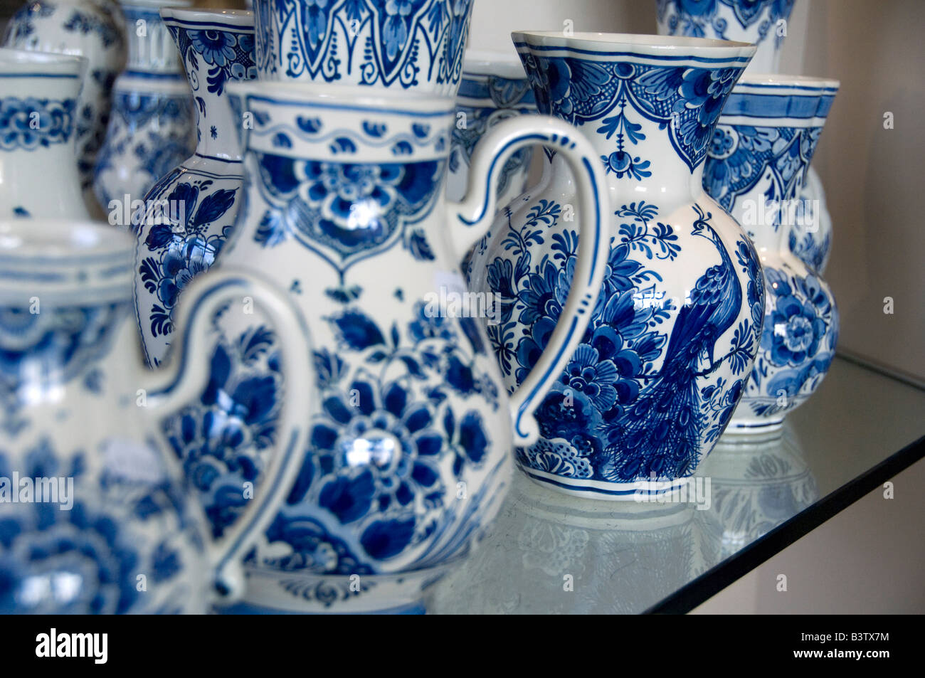 Europe, The Netherlands (aka Holland), Delft. Royal Delft Factory since 1653. Delft pottery store. Classic Blue - Stock Image