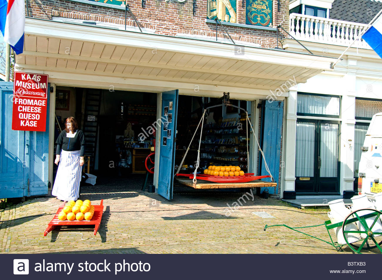 Netherlands (aka Holland). Medieval cheese producing town of Edam. Kass Cheese Museum, Kass Waag (weight house) - Stock Image