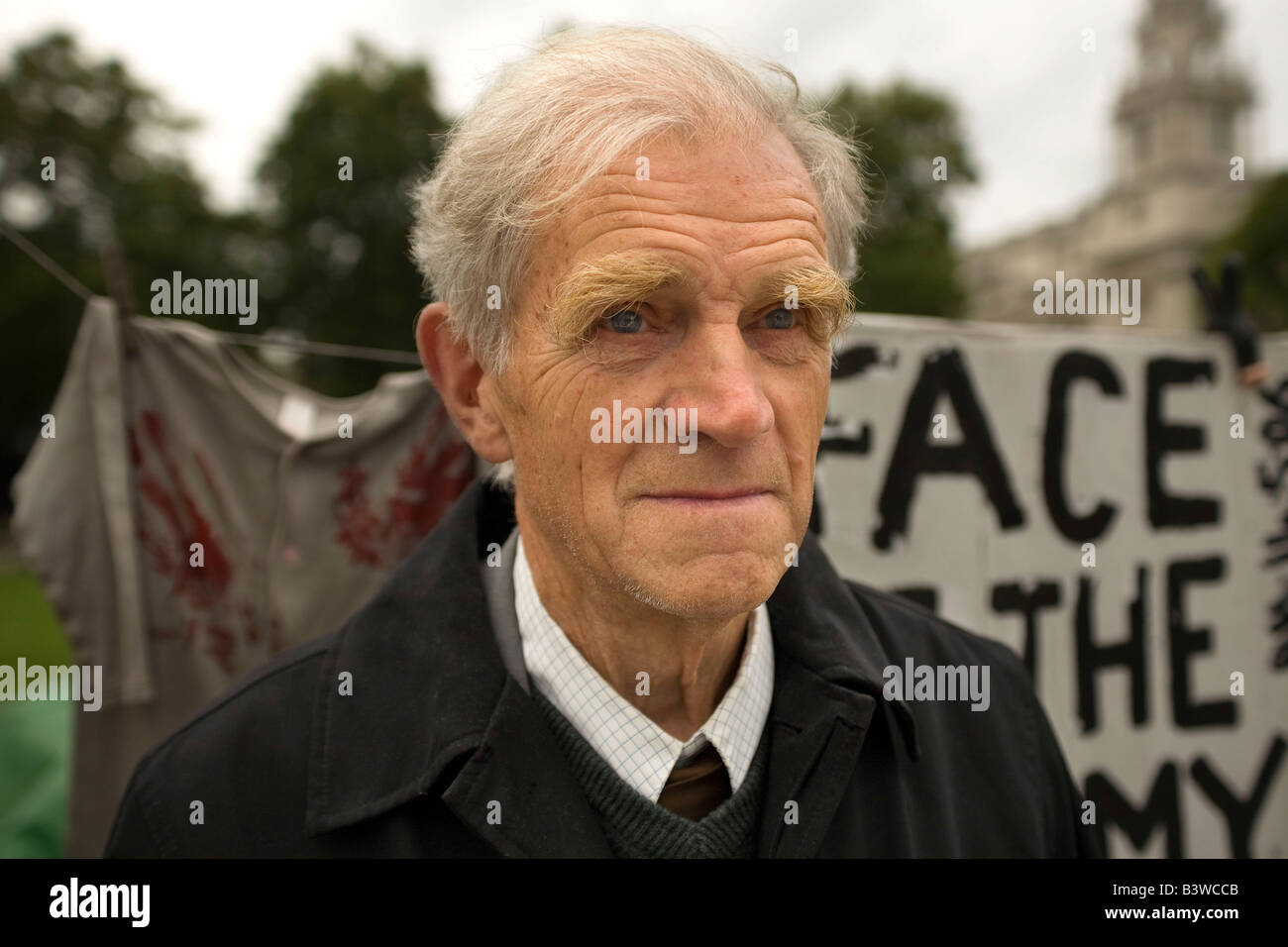 War protestor outside the houses of parliament 2009 - Stock Image