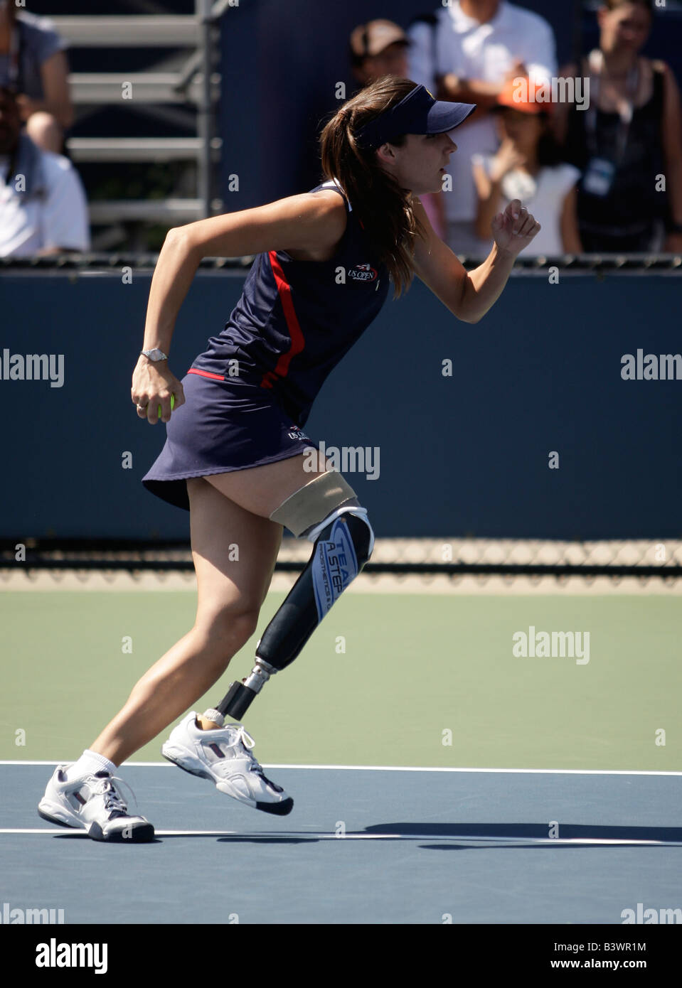 Handicapped ball girl Kelly Bruno(24) sprints across the court at the US Open Tennis Championships - Stock Image