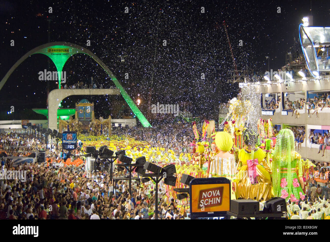 One of the floats and samba school on its way down the parade strip at the carnival in the Rio Sambadrome. - Stock Image