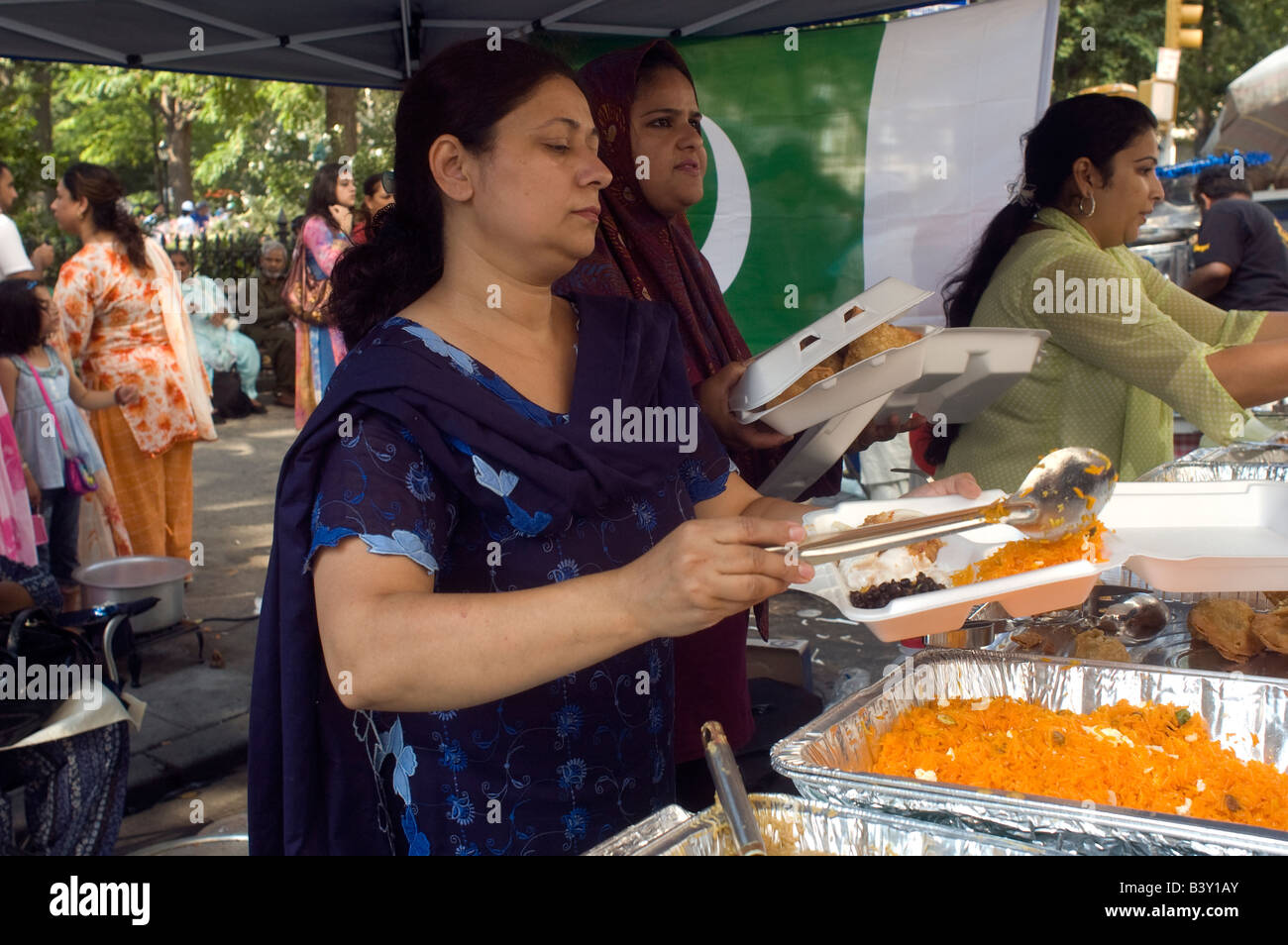 Pakistani Americans gather near Madison Square Park to celebrate the partition of Pakistan and their independence - Stock Image