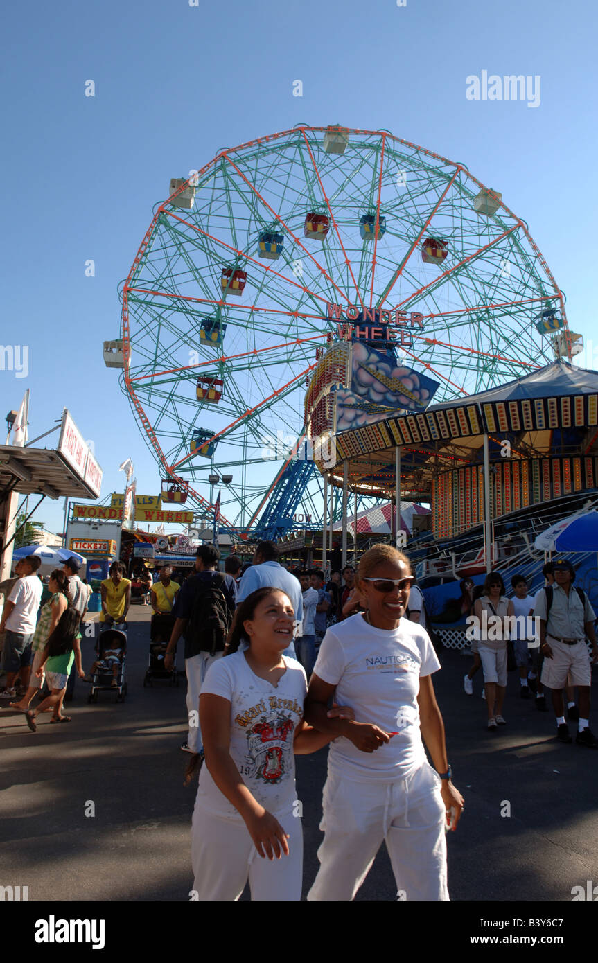 Visitors to Coney Island celebrate the end of summer on Labor Day - Stock Image