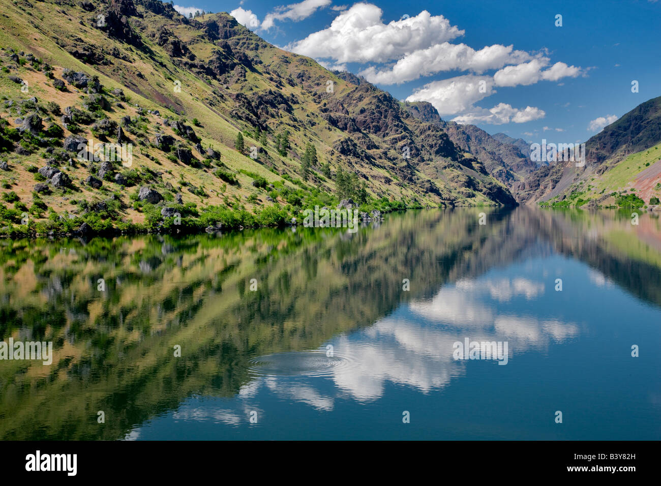 Reflection in Hell s Canyon Dam Hell s Canyon National Recreation areas Oregon Idaho - Stock Image