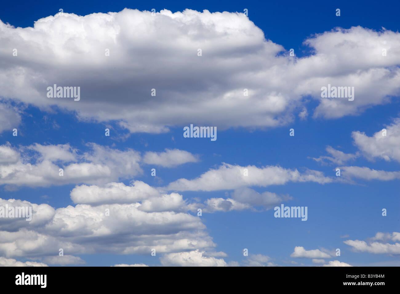 Cumulus clouds over Wilsonville Oregon - Stock Image