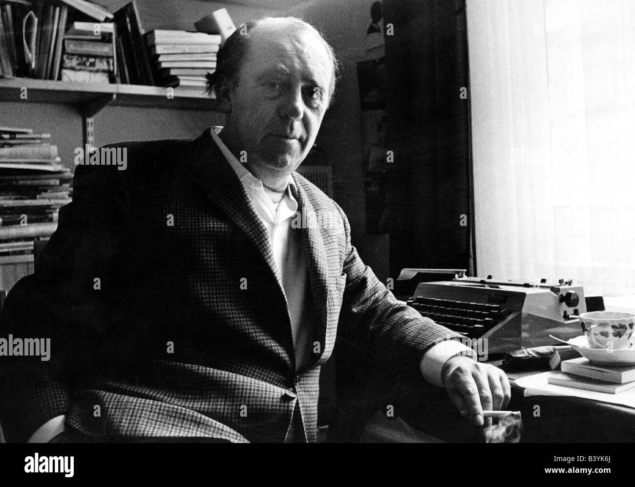 Böll, Heinrich  21.12.1917 - 16.7.1985, German author / writer, half length, at his desk,  Cologne, Germany, - Stock Image